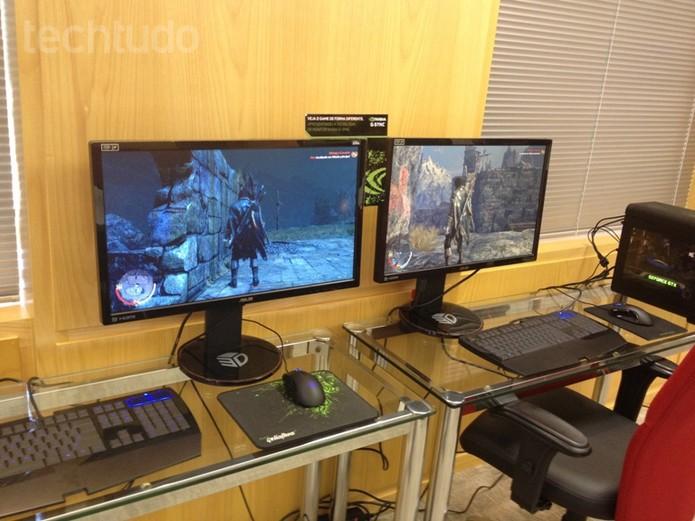 Um monitor com a tecnologia G-Sync e outro sem (Foto: Laura Martins/TechTudo)