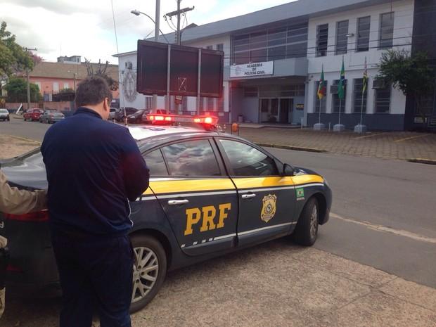 Homem foi preso pela Polícia Rodoviária Federal (Foto: Divulgação/Polícia Rodoviária Federal)