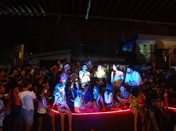 Bate-papo entre público e diretores Priscilla Brasil e Vincent Moon esquentam a platéia. (Foto: Luana Laboissiere/G1)