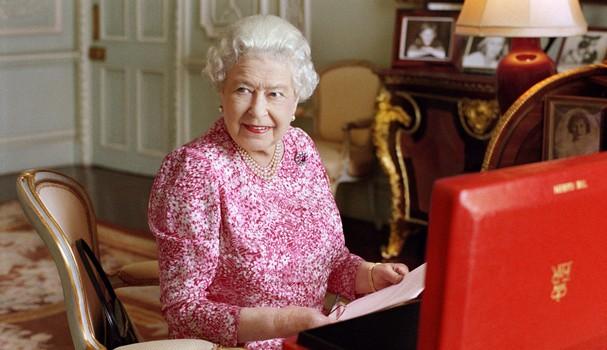 Retrato oficial da rainha Elizabeth II  (Foto:  Mary McCartney via Getty Images)