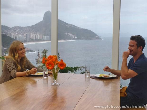 Angélica aprovou o risoto de Sidney: 'Uma delícia' (Foto: Estrelas/TV Globo)