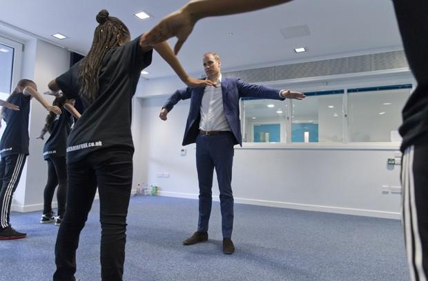 Príncipe William tenta movimento do hip hop em aula de dança (Foto: Justin Tallis - WPA Pool/Getty Images)