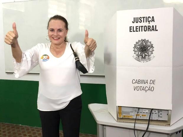 Serys Slhessarenko (PRB) votou no IFMT (Foto: Thainá Paz/ G1)