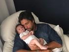Leo Chaves apresenta o filho José, de dois meses