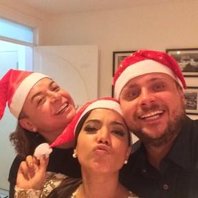 David Brazil e Anitta com o produtor Leo Fuchs em festa no Rio (Foto: Instagram/ Reprodução)