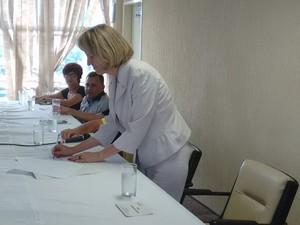 Prefeita Elisa Costa assinou a posse dos 4 novos secretários de governo. (Foto: Diego Souza/G1)