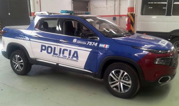 Fiat Toro vira viatura de polícia na Argentina (Foto: Reprodução/Twitter)