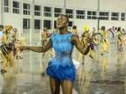 Ex-BBB Angélica Ramos arrisca coreografia em ensaio com chuva
