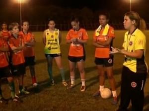 Técnica do Ipatinga trabalhou lado emocional das atletas e conversou bastante ao longo da semana (Foto: Reprodução/Inter TV dos Vales)