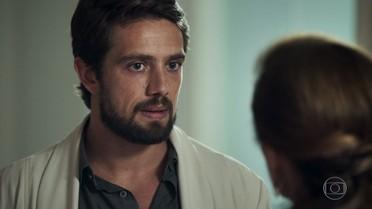 Renato pergunta a Sophia sobre Clara e ela mente