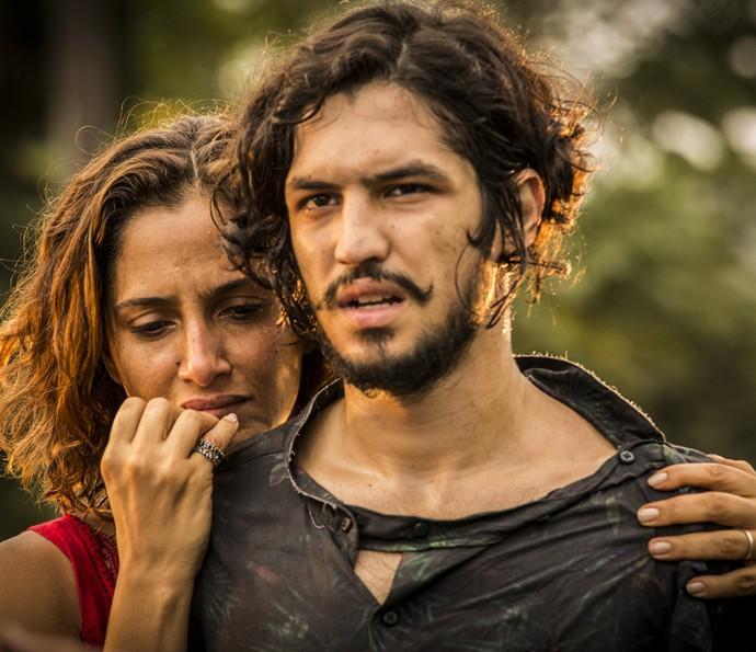 Miguel fica em choque com a revelação de Tereza (Foto: Inácio Moraes/Gshow)