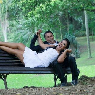 Ex-BBB Elis em ensaio com o noivo (Foto: Reprodução/Instagram)
