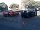 Carro capota após batida na entrada da quadra 313 Norte, em Brasília