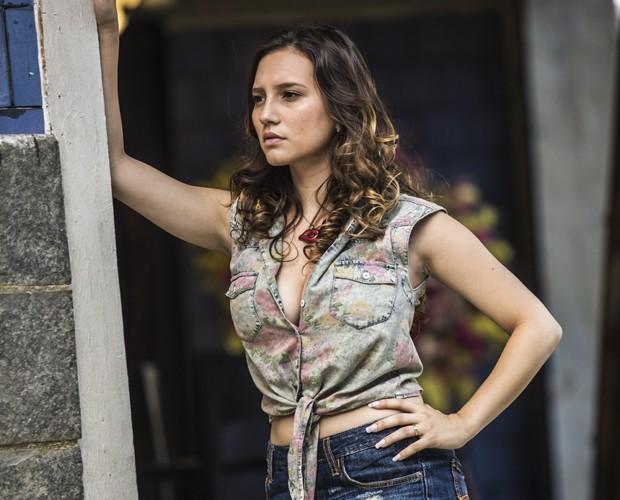 Atriz diz que tem algumas semelhanças com a Abigail de Pé na Cova (Foto: Globo/Aline Massuca)