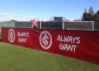 Inter Florida propaganda placa publicidade Gigante para Sempre inglês always giant (Foto: Divulgação / Internacional)