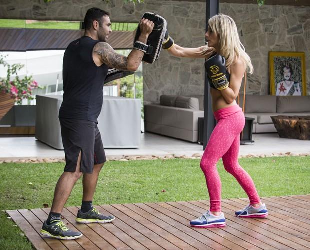 Atriz arrasa no boxe! (Foto: Raphael Dias/TV Globo)