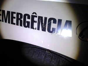 Lataria da viatura foi riscada com chave por uma irmã do menino (Foto: PM/Divulgação)