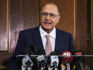 O Governador Geraldo Alckmin faz um pronunciamento confirmando a suspenção da reorganização escolar, na tarde desta sexta-feira (4), no Palácio dos Bandeirantes, em São Paulo (Foto: Alex Falcão/Futura Press/Estadão Conteúdo)