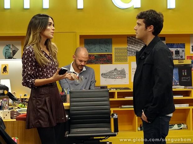 Maurício pressiona Mel para saber onde está Fabinho (Foto: Sangue Bom/TV Globo)