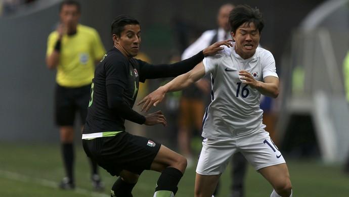 Kwon Changhoon (foto) foi o autor do gol da vitória da Coreia do Sul contra o México (Foto: Ueslei Marcelino / Reuters)