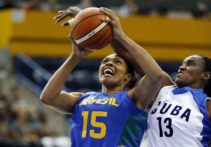 Kelly Santos (15) e Zuleira Aties (13) Brasil x Cuba basquete pan-americano (Foto: Jeff Swinger/Reuters)