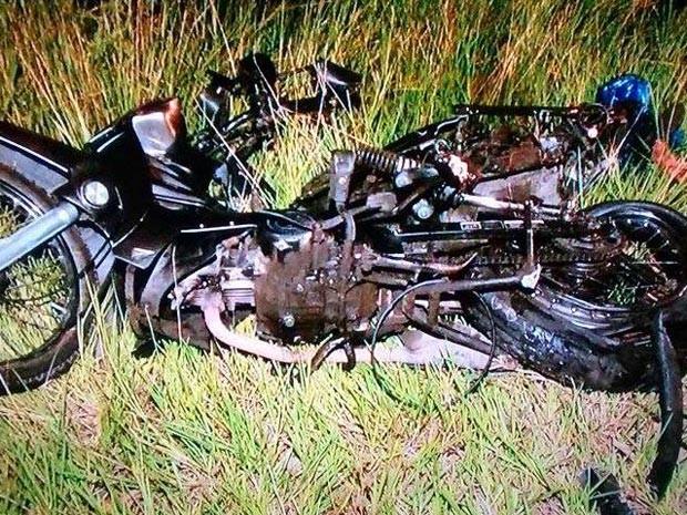 Motociclista morre após ser arrastado por carro em acidente na BA-099 (Foto: Everaldo Lins/Visão Diária)