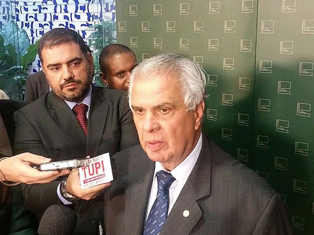 Presidente do Conselho de Ética, José Carlos Araújo, em entrevista coletiva (Foto: Fernanda Calgaro/G1)