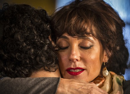 Martim e Iolanda se abraçam e choram em reencontro
