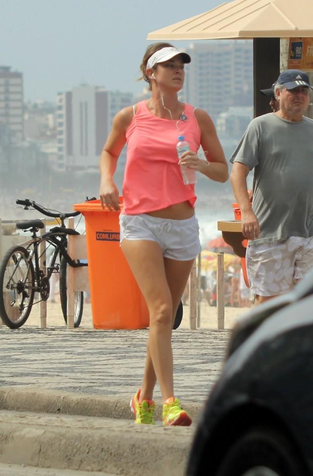 Letícia Birkheuer na praia (Foto: J.Humberto / AgNews)