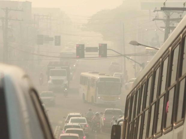 Rio Branco amanheceu, nesta quarta-feira (24), encoberta por fumaça (Foto: Marcos Vicentti/Arquivo pessoal)