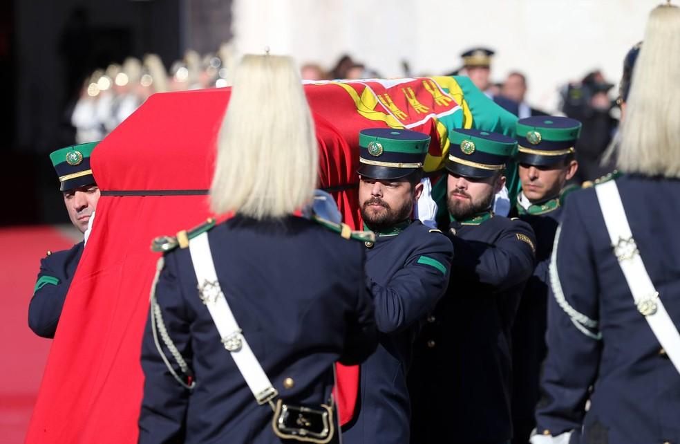 Corpo de ex-presidente português Mario Soares chegou ao Mosteiro dos Jerónimos para ser velado (Foto: Armando Franca/AP)