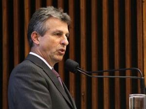 Tadeu Veneri (PT) durante a sessão plenária desta terça-feira (30) (Foto: Nani Gois/Alep)