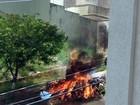 Entulho e lixo deixados na rua são incendiados em Ribeirão Preto, SP