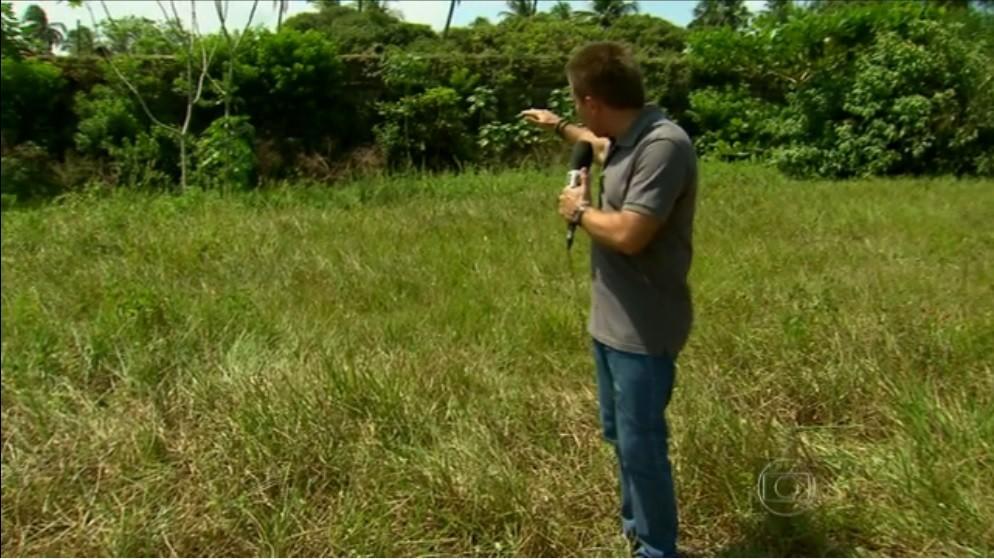 Repórter Marcus Losekann em frente ao Forte de Tamandaré, Pernambuco (Foto: Reprodução / Rede Globo)