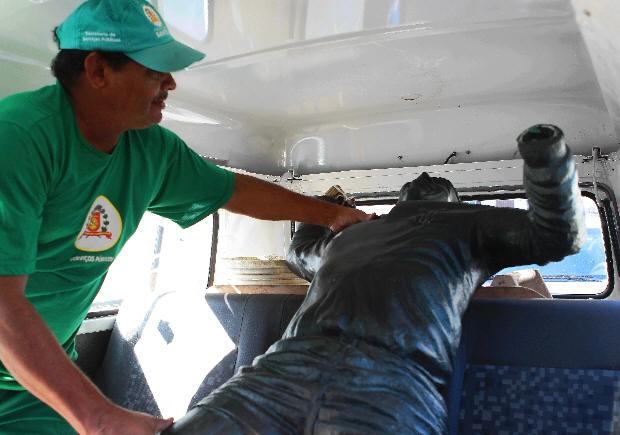 Estátua do Pelé foi resgatada pela Prefeitura de Santos (Foto: Nirley Sena/A Tribuna)