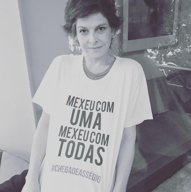 A atriz Drica Moraes veste a camisa de campanha na web contra assédio sexual  (Foto: Reprodução/Instagram)