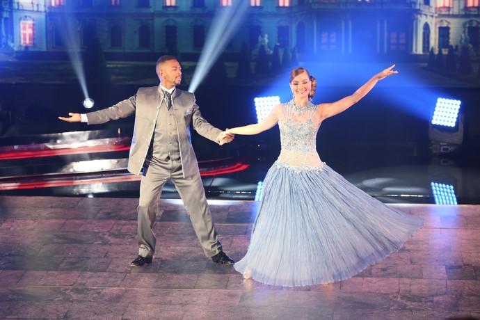 O casal se apresentou no palco do Faustão nesta domingo, 27/11 (Foto: Carol Caminha/Gshow)