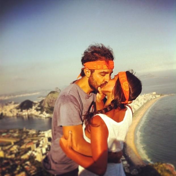 Ricardo Pereira e a mulher, Francisca Pinto, na Pedra da Gávea, no Rio (Foto: Instagram/ Reprodução)