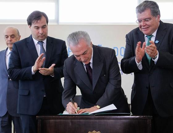 Presidente Michel Temer durante cerimônia de ratificação do Acordo de Paris sobre mudança do clima (Foto: Beto Barata/PR)