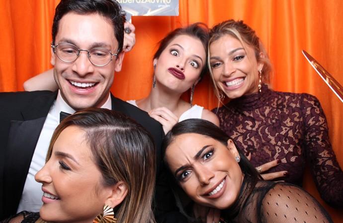 Grazi Massafera tirou foto com vários amigos  (Foto: gshow)