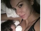 Ex-BBB Adriana posta foto em que aparece amamentando o filho