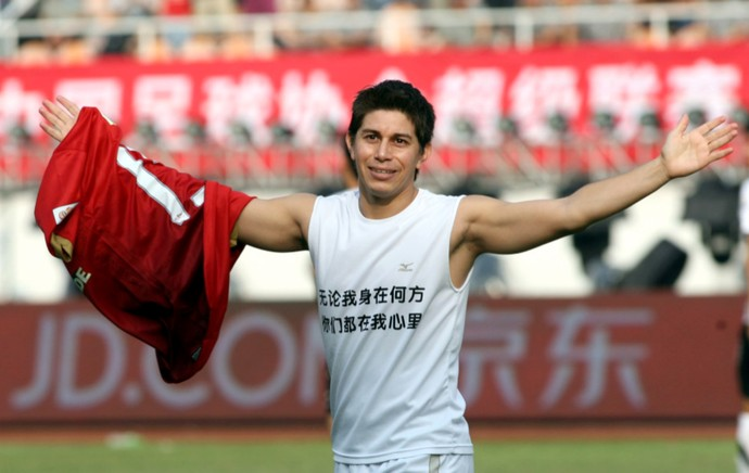 Darío Conca camisa Guangzhou (Foto: Sina.com)
