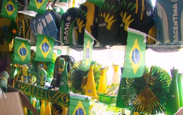 A Copa do Mundo é só no mês de julho, mas lojistas já começaram a vender os produtos para o evento (Foto: Bom Dia Amazônia)