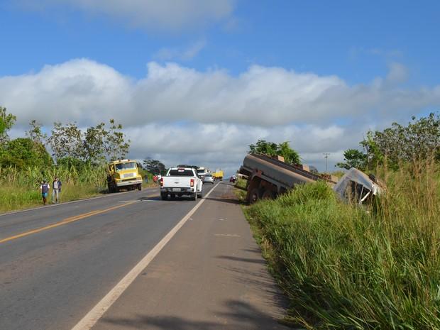 Colisão ocorreu no km 368 da BR-364, entre Ouro Preto e Ji-Paraná (Foto: Pâmela Fernandes/G1)
