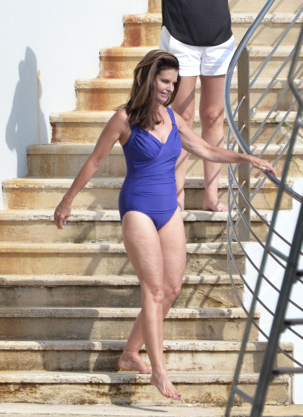 Maria Shriver exibe boa forma na França (Foto: Grosby Group/ Agência)