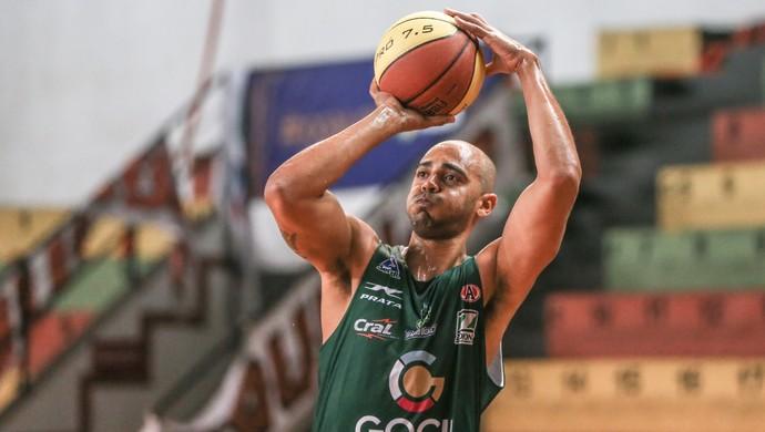 Jefferson ala-pivô do Bauru  (Foto: Caio Casagrande / Bauru Basket)