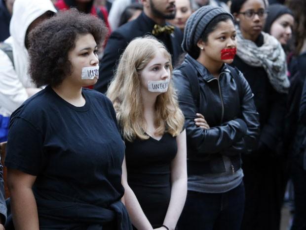 Protesto de alunos da Universidade de Oklahoma (Foto: Steve Sisney/AP)
