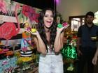 Viviane Araújo escolhe look decotado para celebrar aniversário de 42 anos