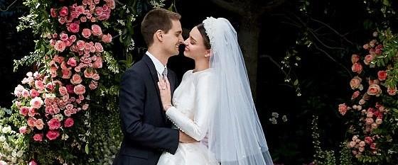 Miranda e Evan clicados pela Vogue americana em seu casamento, que aconteceu em maio  (Foto: Vogue/ Reprodução)