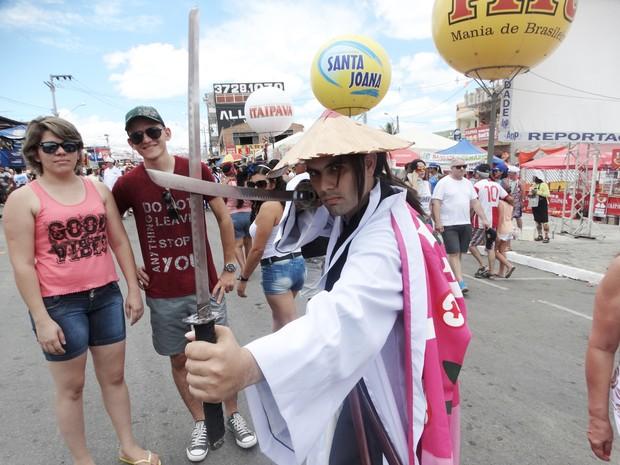 O profesor Ramiro Carvalho fez cosplay do anime Bleach para curtir o carnaval (Foto: Joalline Nascimento/ G1)